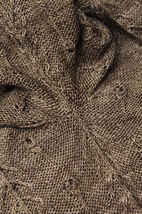 Neat and sable seam under the arm in a knitted sweater