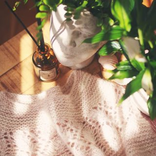 Favourite sweater in a new, fluffy version to enjoy it regardless of the season... Perfect 🧡 This autumn in my Ravelry store! #marzenakolaczek #marzenakolaczekdesign #leasweater #leapullover #lacepattern #knitdesign #knitdesigner #knittingpatterns #knittingsweater #iknit #imademyclothes #handmadewardrobe #sabinasiestoe #handmade #handdyedyarn #luxuryyarn #chunkysweater #nadrutach #wzórnadruty #dzierganie