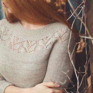 Chunky or fingering? 🙈🧡🧐 What version of this design is or will be your favourite?  #leachunkysweater #leapullover #leasweater #marzenakolaczek #marzenakolaczekdesign #sabinasiestoe #lacepattern #knittingpatterns #knitweardesigner #knitdesign #knitdesigner #luxuryyarn #forknitters #knitstagram #dzierganie #nadrutach #wzórnadruty #imademyclothes #handmadewardrobe #handdyedyarn #handmade #knittingsweater #chunkysweater